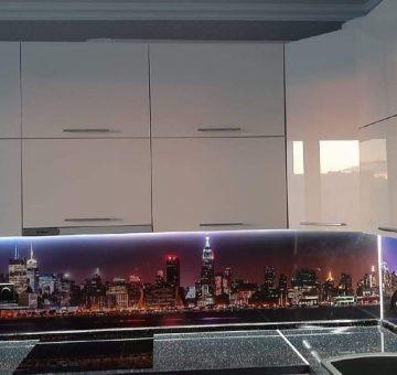 Глянцевая кухня с подсветкой