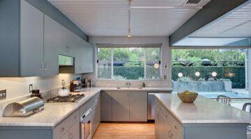 Серая кухня под потолок
