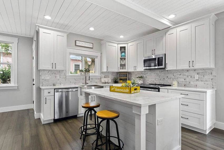 Двухъярусная кухня под потолок