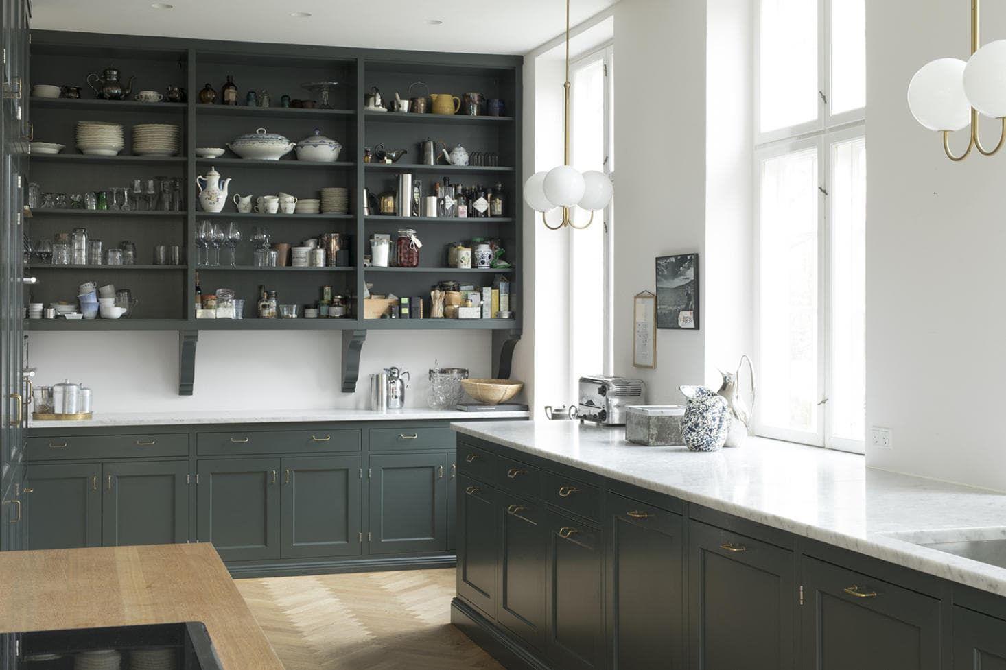 Встроенная кухня под потолок