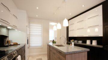 Интерьер кухни под потолок