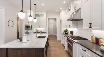 Кухня классика под потолок