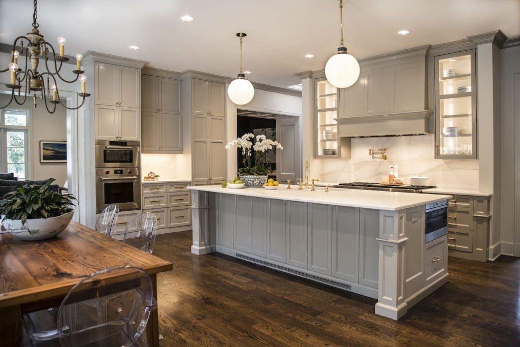 Прямые кухни под потолок