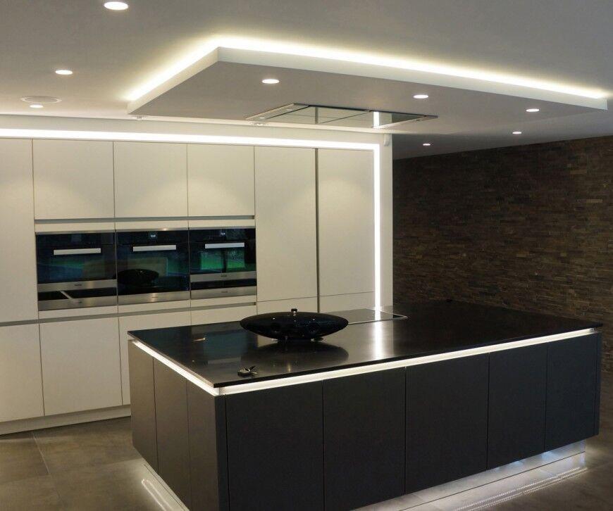 Кухня без ручек под потолок